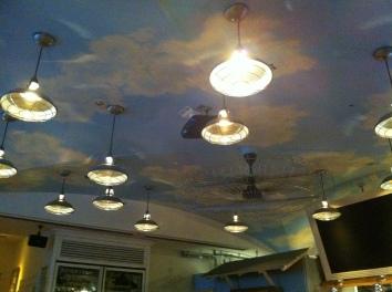 仕上げた空の天井画、EAT カリフォルニアダイナー、南青山、東京completed sky mural - EAT California Diner - minami-aoyama, minato-ku